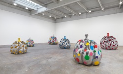 3-yayoi-kusamas-give-me-love-exhibiti-at-david-zwirner-new-york